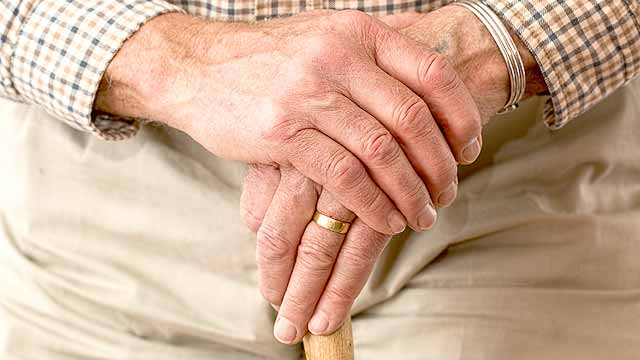 写真:頑固な高齢者